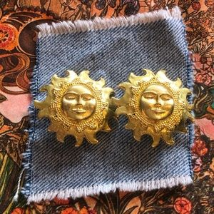 Vintage gold tone sun face clip on earrings